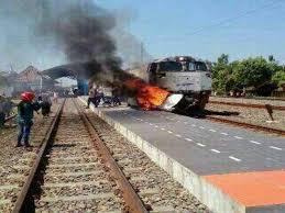 Kereta Api Jenazah Nempel Di Mobil Petugas Kesulitan Evakuasi 4 Korban