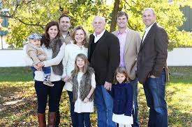 what to wear for large family photos great way to coordinate