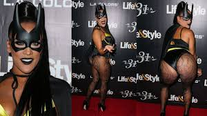 halloween horror nights pregnant policy halloween horror reality star natalie nunn poses awkwardly on red