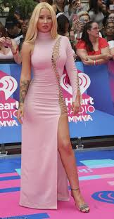 singer pink nude mmva u0027s red carpet iggy azalea shows skin in lace up dress daily