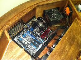 bureau pc intégré diy un magnifique bureau informatique monté sur vérins semageek