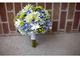 what color kind of flower for blue dresses weddingbee