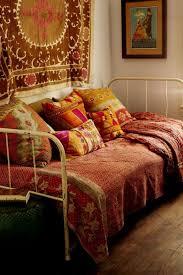 canapé style indien style ethnique le voyage dans la déco côté maison