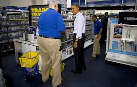 barack obama shops for last minute christmas gifts at best buy