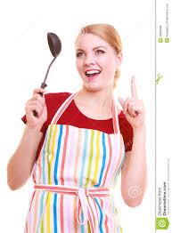 chef de cuisine femme chef drôle de femme au foyer ou de cuisinier dans le tablier coloré