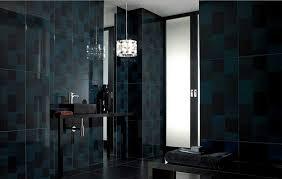 badezimmer dunkelblau fliesen im badezimmer mit keramik schwarz und dunkelblau farben