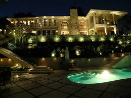 Best Landscape Lighting Kits This Landscape Looks Really Great I The Led Lights That Line