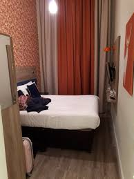 Cesta De Bienvenida Picture Of Cairn Hotel Edinburgh Edinburgh - Edinburgh hotels with family rooms