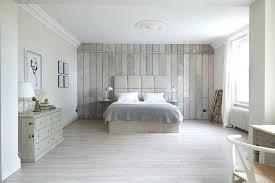 chambre lambris blanc chambre en lambris agrandir une chambre intimiste en lambris chambre