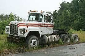 semi truck manufacturers mack r series mack trucks heavy duty trucks and semi trucks