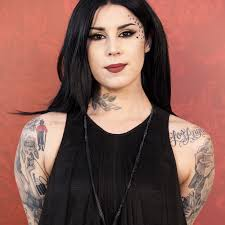 kat von d contest disqualified makeup artist trump