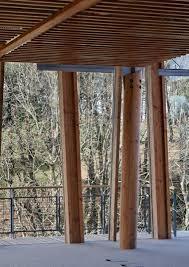 siege social quiksilver les employés de quiksilver ont leurs cabanes au fond des bois