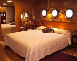 location chambre peniche bateau simpatico chambre d hôte insolite à hotels