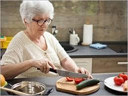 cuisiner pour une personne seniors conseils pour aménager sa cuisine pharmacien giphar