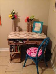 Build A Wooden Computer Desk by 25 Best Pallet Desk Ideas On Pinterest Crate Desk Desk And