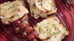 shoing canapé jarlsberg and apple canapés recipe bettycrocker com