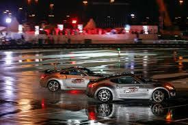 nissan 370z drift car watch two nissan z cars drift to a guinness record