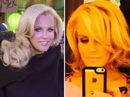 does jenny mccarthy have hair extensions jenny mccarthy s hair cut debuts new hair makeover for 2014