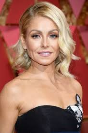 how does kelly ripa curl her hair kelly ripa still fits into her 199 wedding dress 20 years later