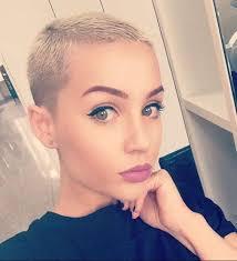 Frisuren Ganz Kurze Haare Damen by Diese 10 Frauen Beweisen Dass Eine Kurz Rasierte Trendfrisur Auch