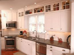 Above Cabinet Kitchen Decor Kitchen Ideas Decor Above Cabinets Decorating With Lighting