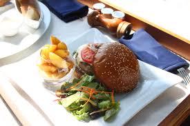 taj exotica maldives burger irodamoda