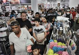 shoppers mobilize on thanksgiving as retailers branch out new
