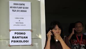 airasia indonesia telp airasia flight qz8501 desperate families flock to surabaya airport