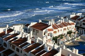 spain will give residence to foreigners who buy houses in the