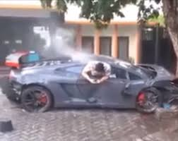 crashed lamborghini driver who crashed lamborghini killing man filmed texting from