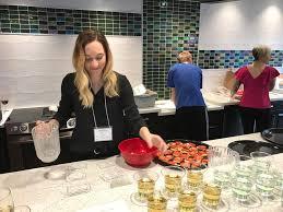 volunteer for the 2017 vegan thanksgiving potluck compassionate