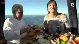 t atin cuisine carinne teyssandier carinne teyssandier fait griller du sur une montgolfière