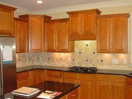 Kitchen Backsplash With Oak Cabinets