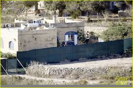 Angelina Jolie Mansion by Newlywed Angelina Jolie Arrives In Malta After Her Wedding To Brad