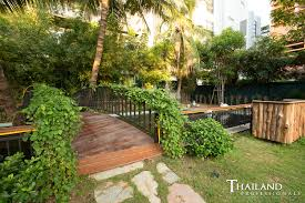 the gardens of dinsor palace restaurant review thailand