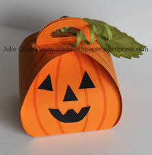 halloween treat box made with paper