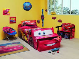 chambre mcqueen lit flash mcqueen simple structure de lit cars lit enfant en bois
