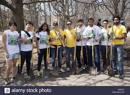 nyu students employees from ernst volunteer at park
