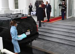 melania trump brought a tiffany u0026 co box to give to michelle obama