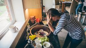 la cuisine des femmes la charge mentale le des femmes épuisées d avoir à