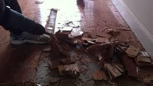 how to remove engineered hardwood floors from concrete subfloor
