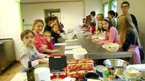 atelier cuisine enfants atelier cuisine enfants les enfants pendant latelier de cuisine avec