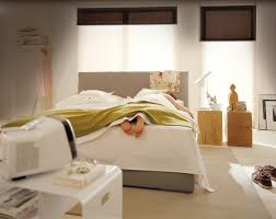 schlafzimmer in dunkellila ideen geräumiges schlafzimmer in dunkellila funvit weiss lack