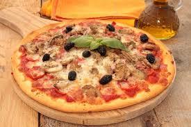 cuisine italienne pizza pizza royale maison garniture et ingrédients cuisine italienne