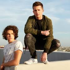 charlie puth jeans we your style charlie puth white sneaks black ripped jeans