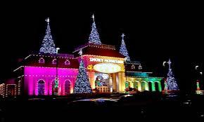 holiday lights traveling mom