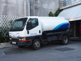 mitsubishi trucks 2014 file fuel bowser mitsubishi canter intercooler jpg wikimedia commons