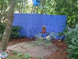 Backyard Fence Decorating Ideas by 8 Fabulous Fence Decorating Ideas Backyard Fences Yards And Gardens