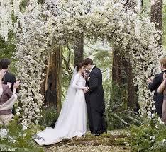 wedding dress cast twilight breaking swan s stunning twilight wedding