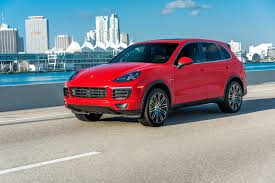 Porsche Cayenne Red - red car porsche cayenne on city background wallpapers and images